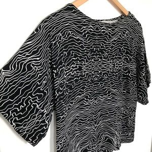 VERONIKA MAINE 8 Linear Squiggle Cut Out Crop Top
